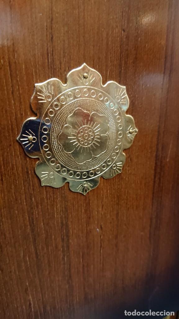 Antigüedades: PRECIOSO MUEBLE MADERA GABINETE / CABINET ORIENTAL CON ASAS 56 ANCHO X 35 CM FONDO X 58 ALTO - Foto 10 - 219595851