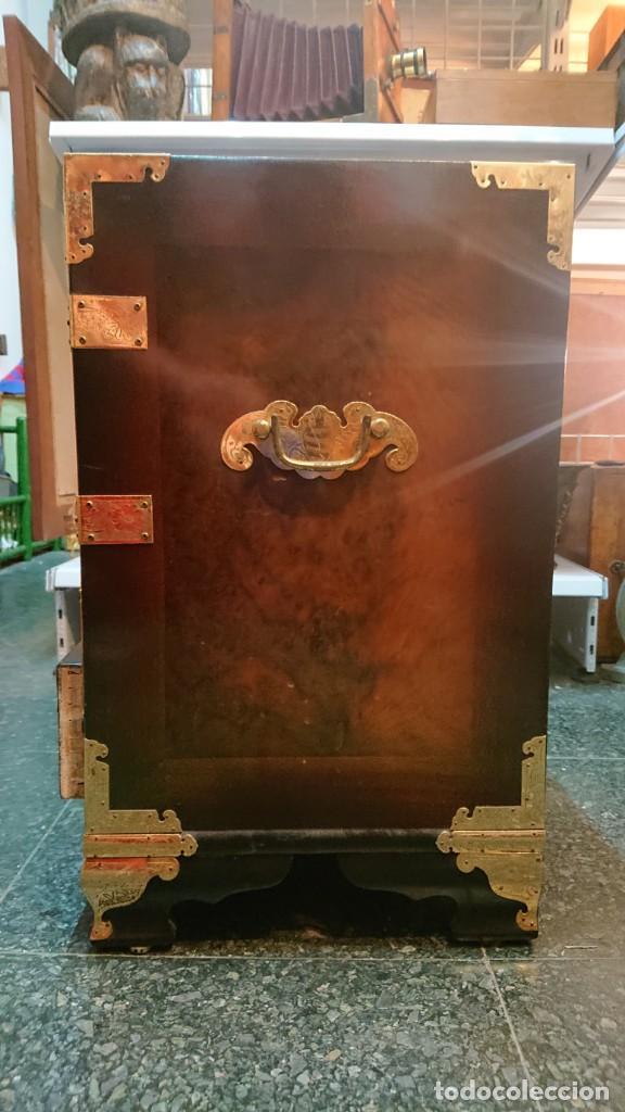 Antigüedades: PRECIOSO MUEBLE MADERA GABINETE / CABINET ORIENTAL CON ASAS 56 ANCHO X 35 CM FONDO X 58 ALTO - Foto 13 - 219595851