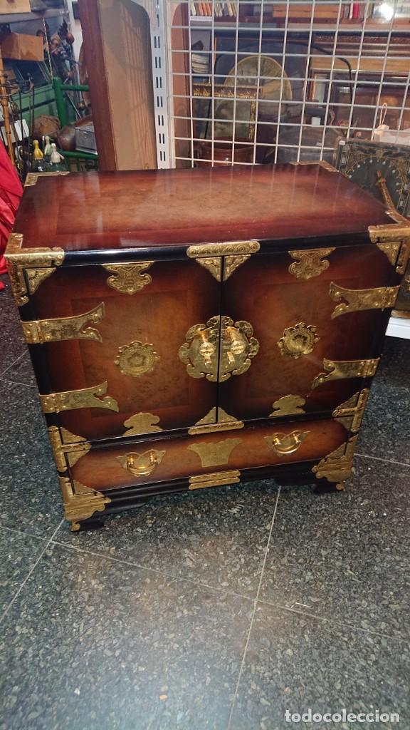 Antigüedades: PRECIOSO MUEBLE MADERA GABINETE / CABINET ORIENTAL CON ASAS 56 ANCHO X 35 CM FONDO X 58 ALTO - Foto 16 - 219595851