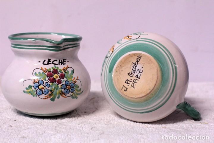 Antigüedades: Pareja de jarras de café y leche, cerámica puente del arzobispo. Firmado J. A. ESCOBAR - Foto 4 - 219598575