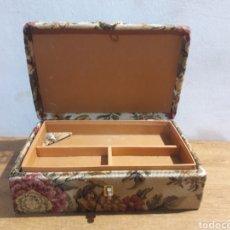 Antigüedades: COSTURERO. Lote 219611200