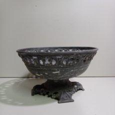 Antigüedades: ANTIGUO CENTRO DE MESA O TAMBIÉN MACETERO HECHO DE ESTAÑO. PARA LIMPIAR Y RESTAURAR. Lote 219631715