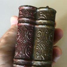 Antigüedades: CAJA AUSTRÍACA EN FORMA DE DOS LIBROS. HACIA LA PRIMERA MITAD DEL SIGLO XX. Lote 219689342