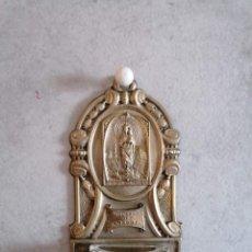 Antigüedades: PEQUEÑA Y ANTIGUA BENDITERA EN METAL DE LA VIRGEN DEL PILAR.. Lote 219696295