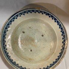 Oggetti Antichi: PLATO EN CERÁMICA AZUL DE TERUEL S.XVIII. Lote 219696803