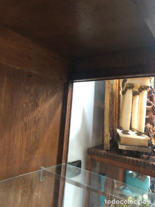 Antigüedades: VITRINA SIGLO XIX DE ROBLE Y CRISTAL BISELADO - MEDIDA TOTAL 172X112X57 CM E INTERIOR 153X100X45 CM - Foto 12 - 230817995