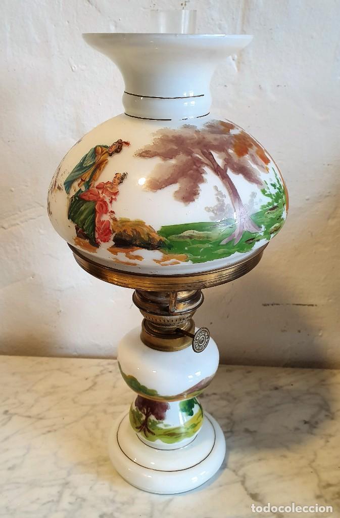 ANTIGUO QUINQUE DE OPALINA DECORADO A MANO (Antigüedades - Iluminación - Quinqués Antiguos)