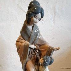 Antigüedades: FIGURA GEISHA PORCELANA NAO LLADRO DE 40 CM. Lote 219731085