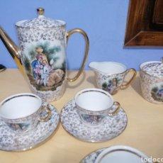 Antigüedades: ANTIGUO JUEGO DE CAFE.SANTA CLARA VIGO.PINTADO CON ESCENAS CLÁSICAS. Lote 219760407