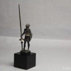 Antigüedades: CABALLERO CON LANZA DE COMBATE, PATRIMONIO NACIONAL, REAL ARMERÍA, PLATA. Lote 219762662