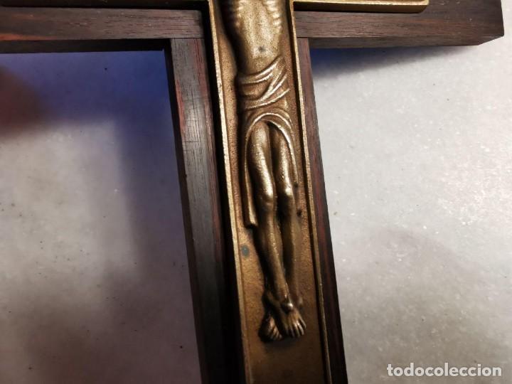 Antigüedades: PRECIOSO Y SINGULAR CRUCIFIJO DE MADERA BRONCE - Foto 5 - 219764981