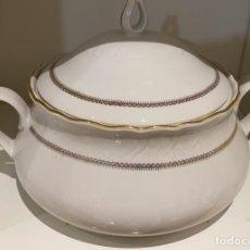 Antigüedades: SOPERA ANTIGUA DE CERAMICA ROYAL TOGNANA DE ITALIA 20 CMS. DE ALTO X 30 CMS. DE LARGO. Lote 219825100