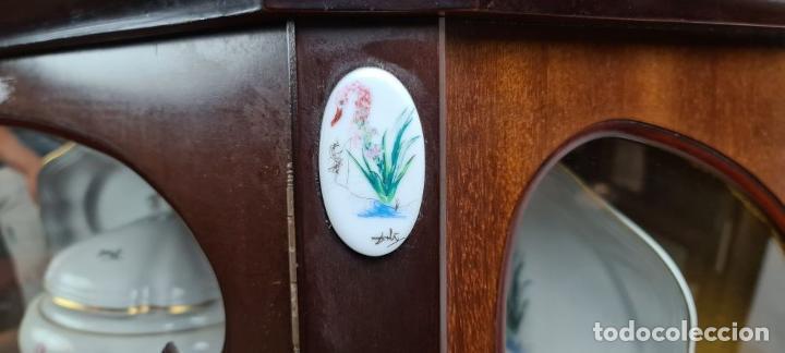 Antigüedades: VAJILLA LAS FLORES DALINIANAS CON EXPOSITOR. 59 PIEZAS. PORCELANAS BIDASOA. 1990. - Foto 25 - 219828140