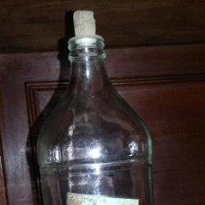 Antigüedades: ANTIGUA BOTELLA DE ALCOHOL DE 96º. FARMACIA SOLER. FIGUERAS. CON TAPÓN DE CORCHO Y PLÁSTICO.. Lote 219856220