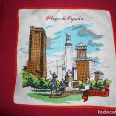 Antigüedades: PAÑUELO VINTAGE DE SEDA RECUERDO DE MADRID. Lote 219902955
