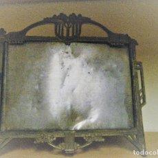 Antigüedades: PRECIOSO ANTIGUO MARCO PORTA RETRATOS PARA FOTO . MODERNISTA .METALICO 25/21 CM. Lote 219959600