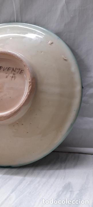 Antigüedades: plato para colgar - ceramica Puente del Arzobispo -- firmado PUENTE J.A - 24cm - Foto 4 - 219986132