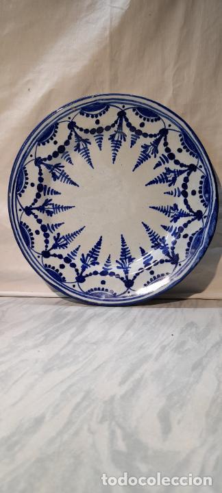 Antigüedades: plato para colgar - ceramica de Talavera -- firmado L.C.P - 25cm - Foto 2 - 219987487