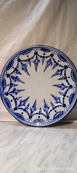 Antigüedades: plato para colgar - ceramica de Talavera -- firmado L.C.P - 25cm - Foto 3 - 219987487