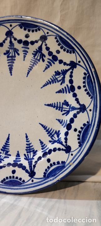 Antigüedades: plato para colgar - ceramica de Talavera -- firmado L.C.P - 25cm - Foto 4 - 219987487