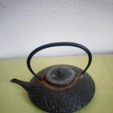 Antiguidades: ANTIGUA TETERA DE HIERRO FUNDIDO,ESTILO CHINO.. Lote 220061896