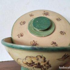 Antigüedades: CUENCO CON TAPA. CERÁMICA RUIZ DE LUNA, FIRMADA. TALAVERA. DIÁMETRO, 15,5 CM., ALTURA, 10 CM.. Lote 220076225