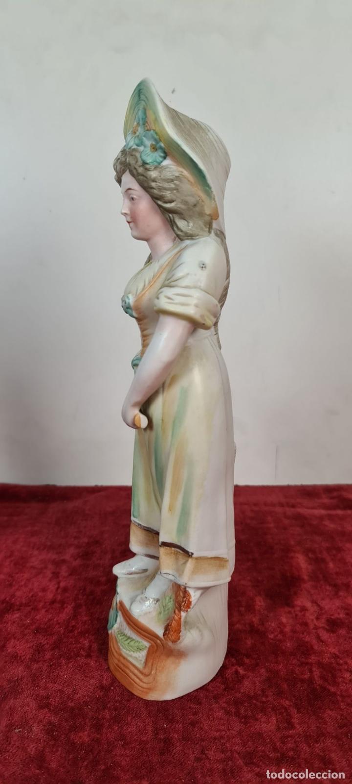 Antigüedades: PAREJA DE JOVENES EN PORCELANA. BISCUIT. PINTADOS A MANO. ALEMANIA. SIGLO XX. - Foto 8 - 220236906