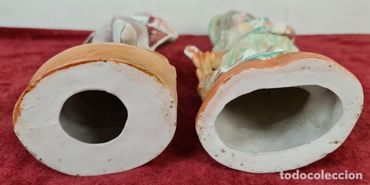Antigüedades: PAREJA DE JOVENES EN PORCELANA. BISCUIT. PINTADOS A MANO. ALEMANIA. SIGLO XX. - Foto 12 - 220236906