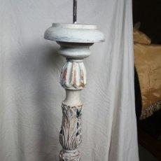 Antigüedades: CANDELERO DE MADERA TALLADA. Lote 220237227