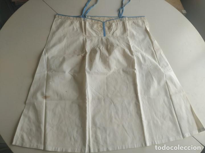 Antigüedades: Lote de dos camisas camisetas interiores de mujer. Algodón. Principios s. XX - Foto 3 - 220298776