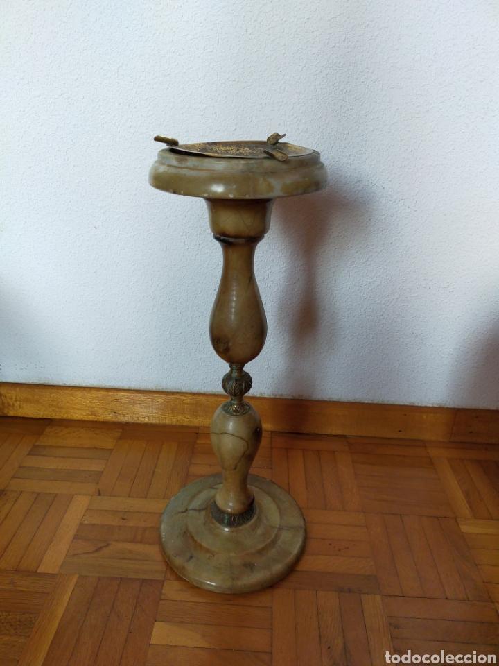CENICERO DE PIÉ EN ALABASTRO (Antigüedades - Hogar y Decoración - Ceniceros Antiguos)