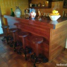 Antigüedades: LOTE DE 4 TABURETES ALTOS DE MADERA DE ROBLE MACIZO Y FORJA. Lote 220383943