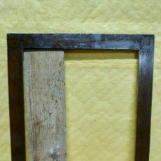 Antigüedades: MARCO SIGLO XX EN MADERA DE CASTAÑO 3000 - 273. Lote 72439143