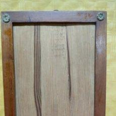 Antigüedades: MARCO ANTIGUO SIGLO XX ADORNOS EN BRONCE, 3000-310. Lote 77573381