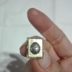 Antigüedades: GEMELOS ANTIGUOS - BORDE DORADO NACAR Y MARIQUITA. Lote 220455090