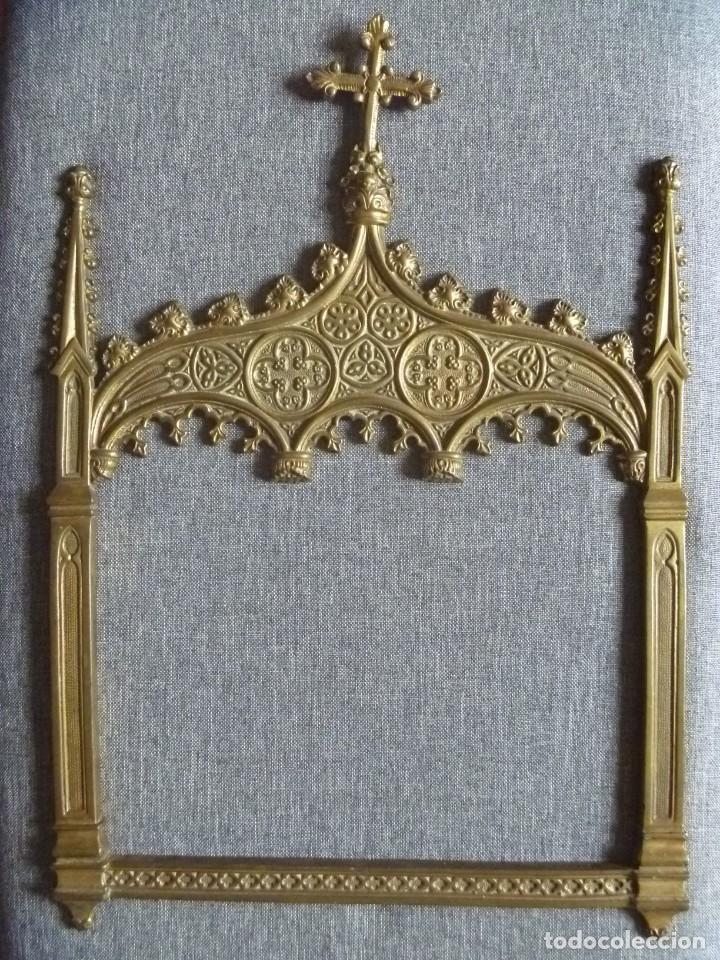 ANTIGUA SACRA DOBLE DE BRONCE ESTILO GÓTICO OPORTUNIDAD (Antigüedades - Religiosas - Ornamentos Antiguos)