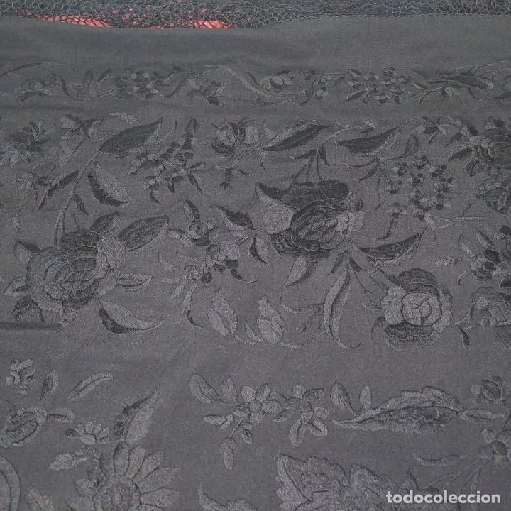 Antigüedades: GRAN MANTÓN. CREPE DE SEDA BORDADO A MANO. ESPAÑA. SIGLO XIX-XX - Foto 7 - 220465933