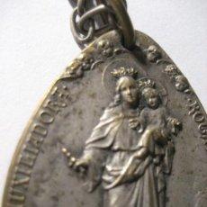Antigüedades: ANTIGUA MEDALLA CON CADENA - PLATA ? DOS CARAS MARIA AUXILIADORA Y SAGRADO CORAZON 3,50 CM. Lote 220470061