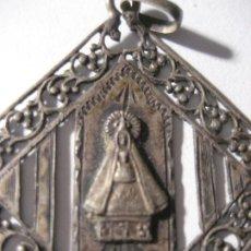 Antigüedades: PRECIOSA ANTIGUA MEDALLA VIRGEN NUESTRA SEÑORA DE MONTGRONY . PLATA ? TRABAJADA 3,50CM. Lote 220470903