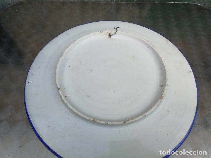 Antigüedades: GRAN PLATO DE CERAMICA DE TALAVERA DE DON QUIJOTE Y DULCINEA, 41 CM. DIAMETRO - Foto 5 - 220530068