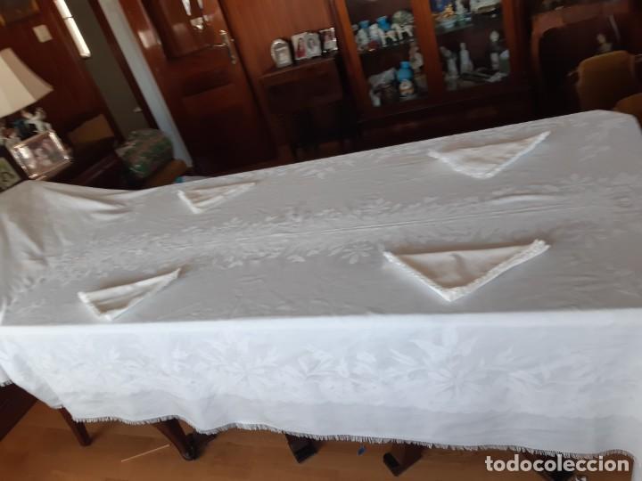 Antigüedades: ANTIGUA MANTELERIA DE ALGODON ADAMASCADO CON 4 SERVILLETAS. - Foto 6 - 220555382