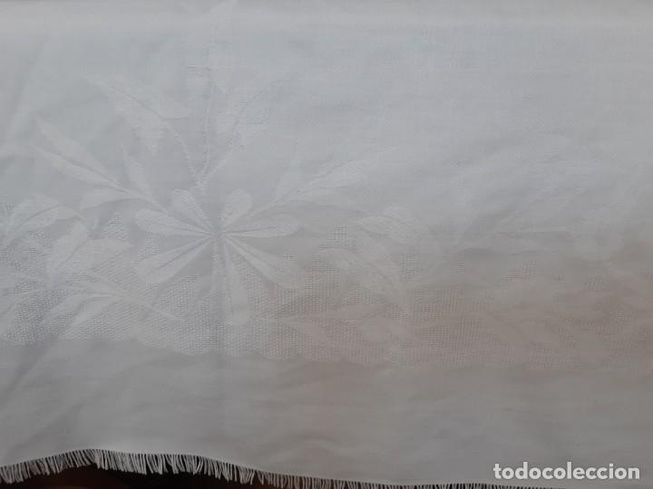 Antigüedades: ANTIGUA MANTELERIA DE ALGODON ADAMASCADO CON 4 SERVILLETAS. - Foto 7 - 220555382