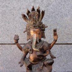Antigüedades: ESCULTURA DE BRONCE DE GANESHA CON BENDITERA. Lote 220587420