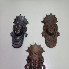 Antigüedades: 3 ESPECTACULARES MASCARONES DE BRONCE, IMAGEN REINA CATÓLICA. PARA DECORACIÓN. LEER BIEN DESCRIPCIÓN. Lote 220601076