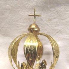 Antigüedades: CORONA LATON CINZELADO Y REPUJADO PARA IMAGEN RELIGIOSA AÑOS 60. MED. 4,50 X 8 CM. Lote 278938813