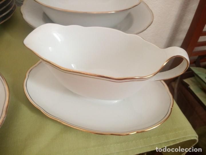 Antigüedades: Elegante vajilla de porcelana kahla,blanca con filo de oro,años 50. 40 piezas - Foto 6 - 241879685