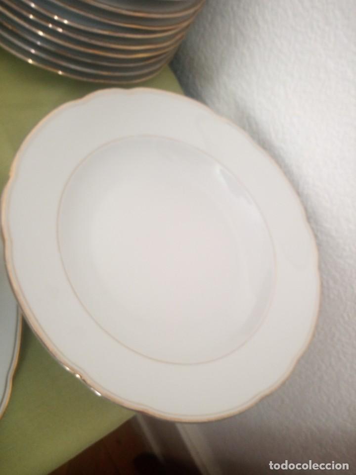 Antigüedades: Elegante vajilla de porcelana kahla,blanca con filo de oro,años 50. 40 piezas - Foto 8 - 241879685