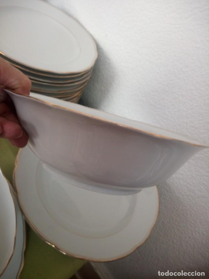 Antigüedades: Elegante vajilla de porcelana kahla,blanca con filo de oro,años 50. 40 piezas - Foto 9 - 241879685