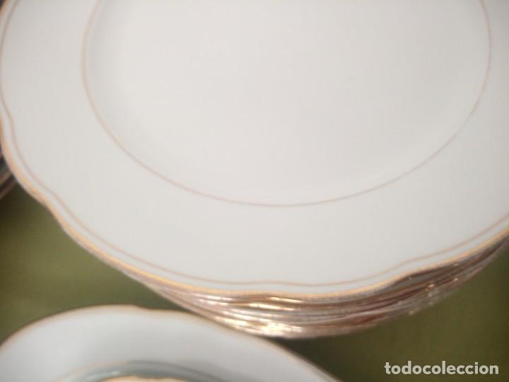 Antigüedades: Elegante vajilla de porcelana kahla,blanca con filo de oro,años 50. 40 piezas - Foto 10 - 241879685