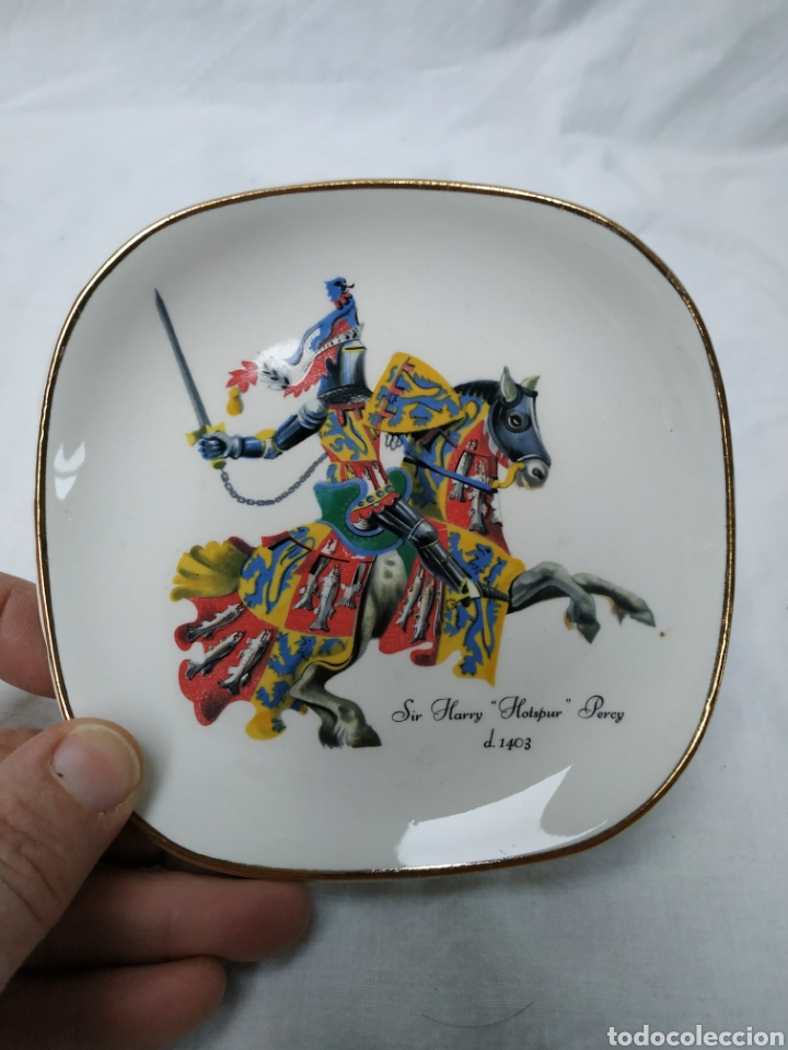 Antigüedades: Plato de porcelana inglesa de colección, caballero medieval - Foto 2 - 220618727